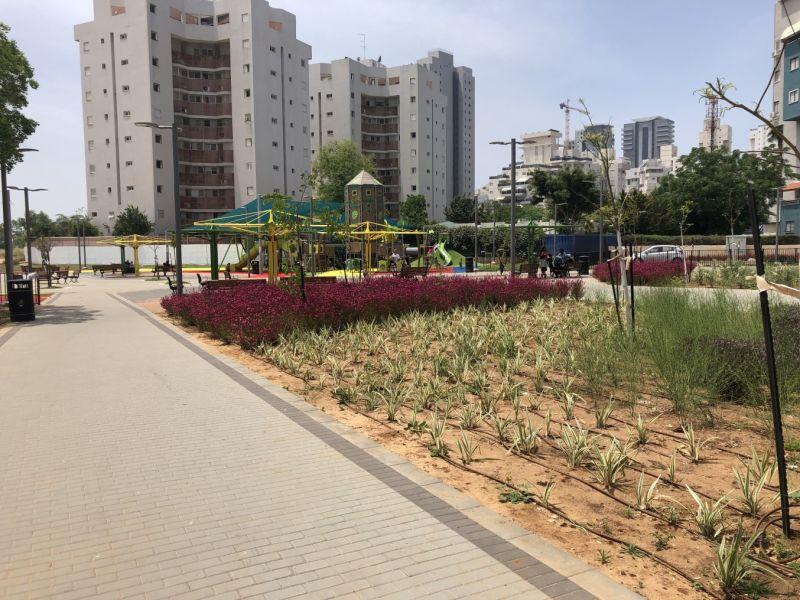 פארק נאות שקד