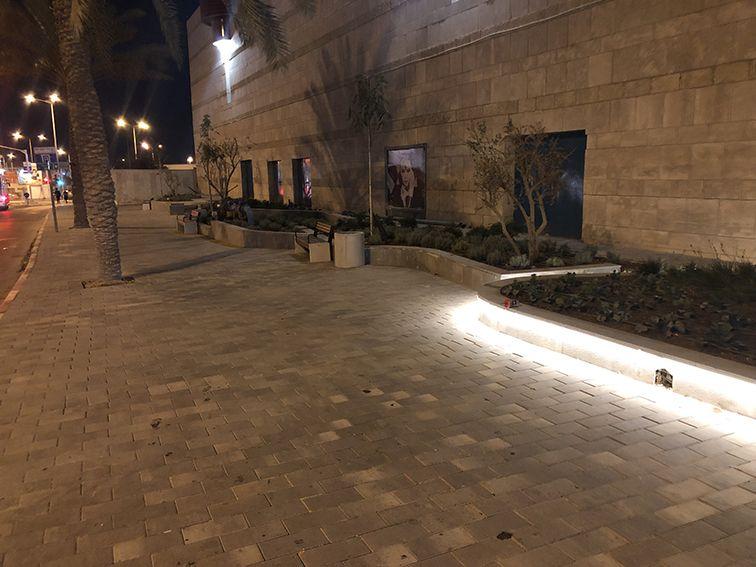 כיכר כניסה קניון עזריאלי